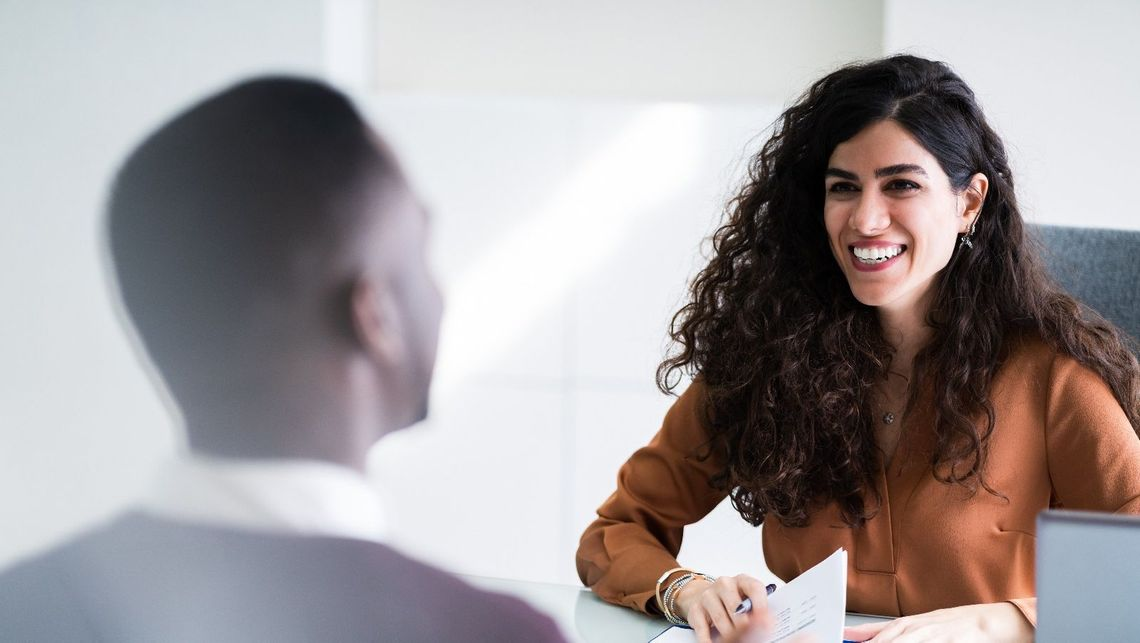 Financial Services Recruitment | Expert sitting with client